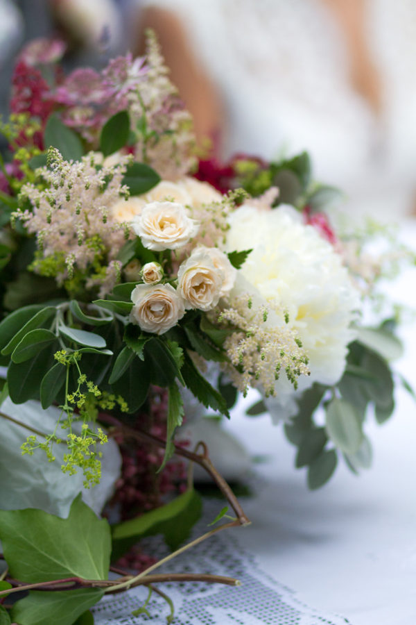 ceremony table floral decoration in deep red a pearl white