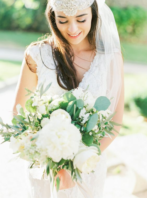 Amazing boho chic bride and bouquet