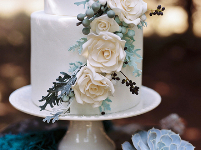 wedding cake in white and green grey hues